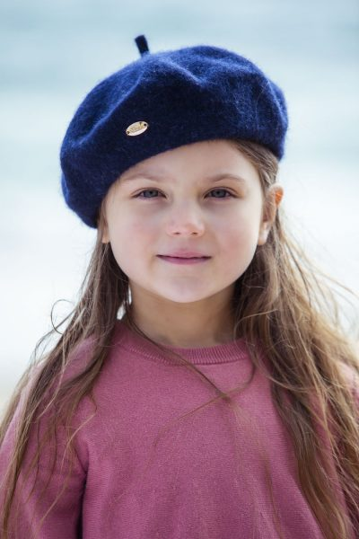 girl wearing ivy wool beret navy