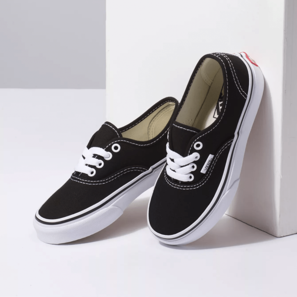 Vans Authentic kids Black/white pair side view