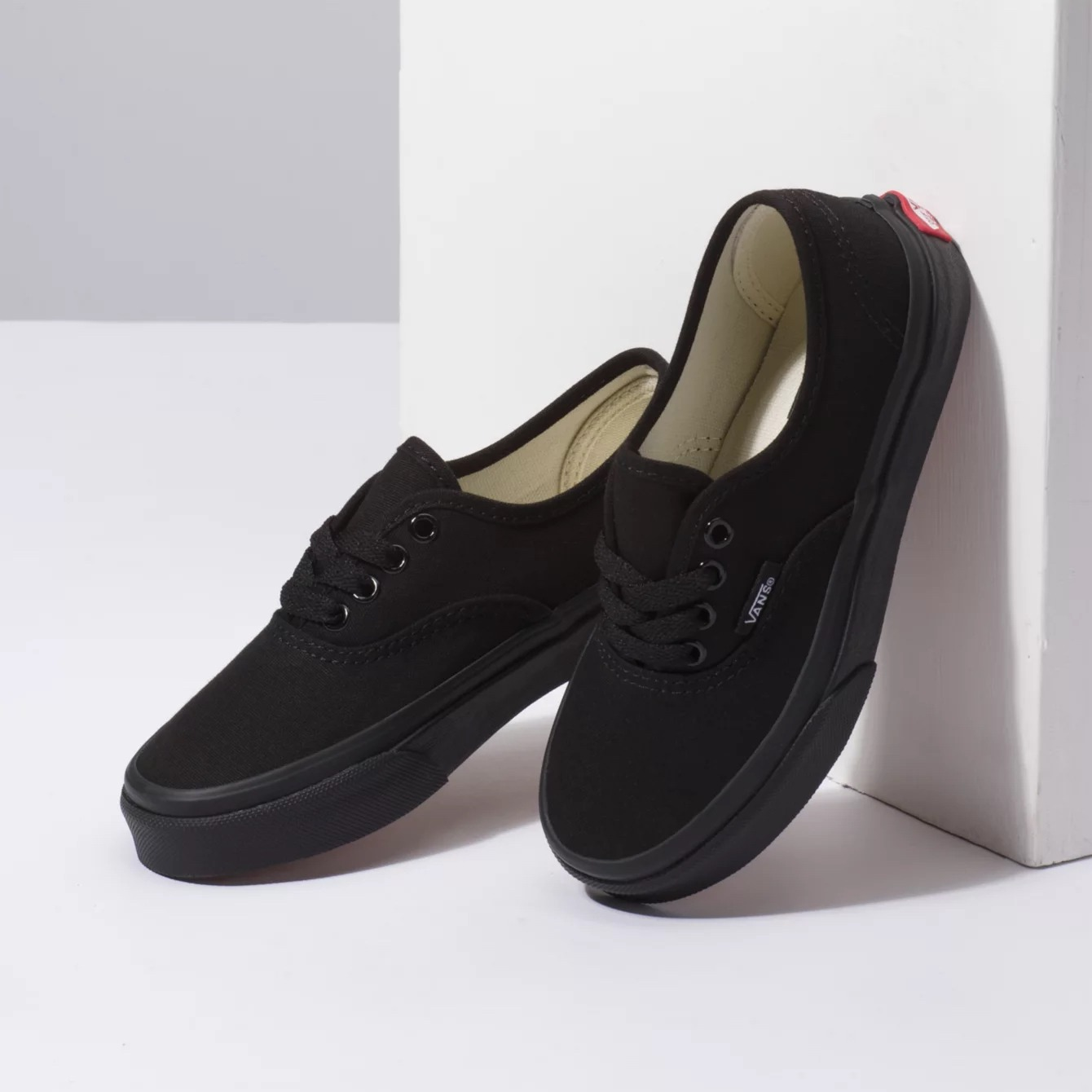 Vans Authentic kids Black/Black side view side