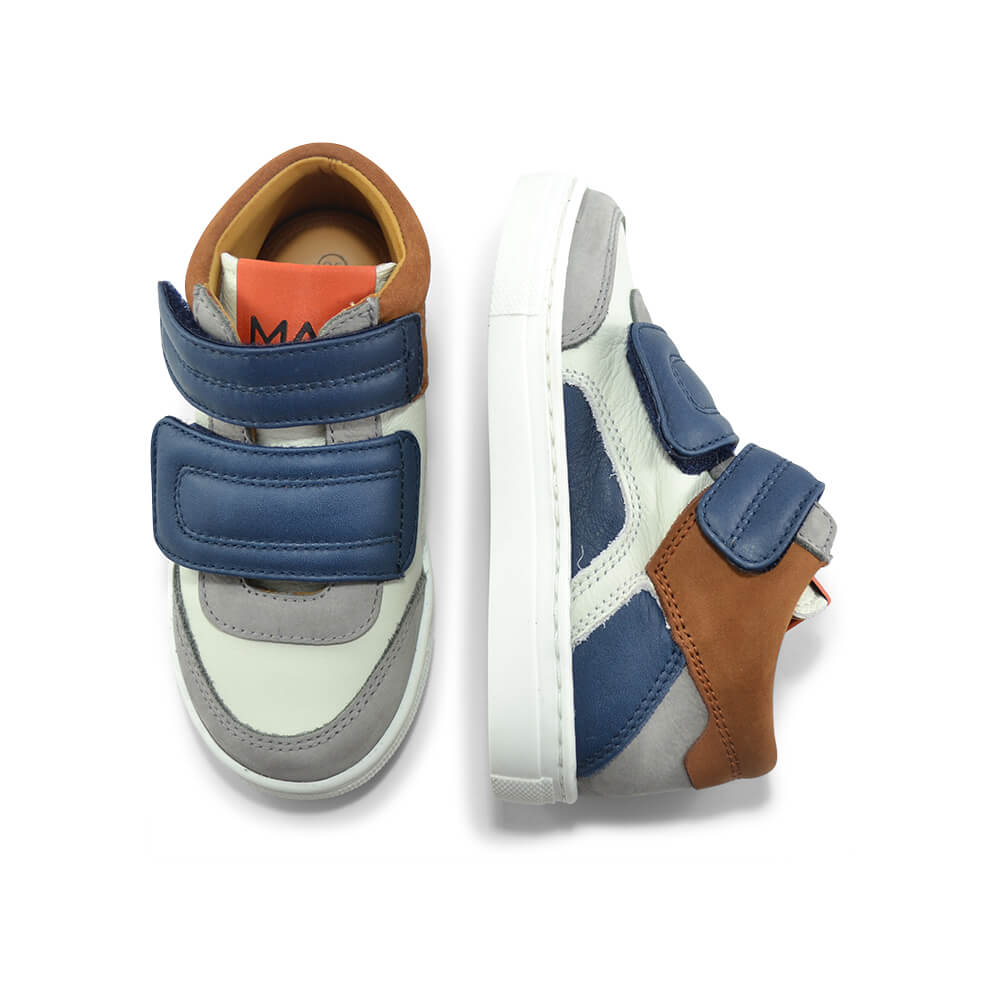 Bauta White/Navy Sneaker top angle pair