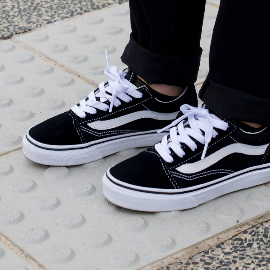 Vans Kids Old Skool V Sneaker - Black 6