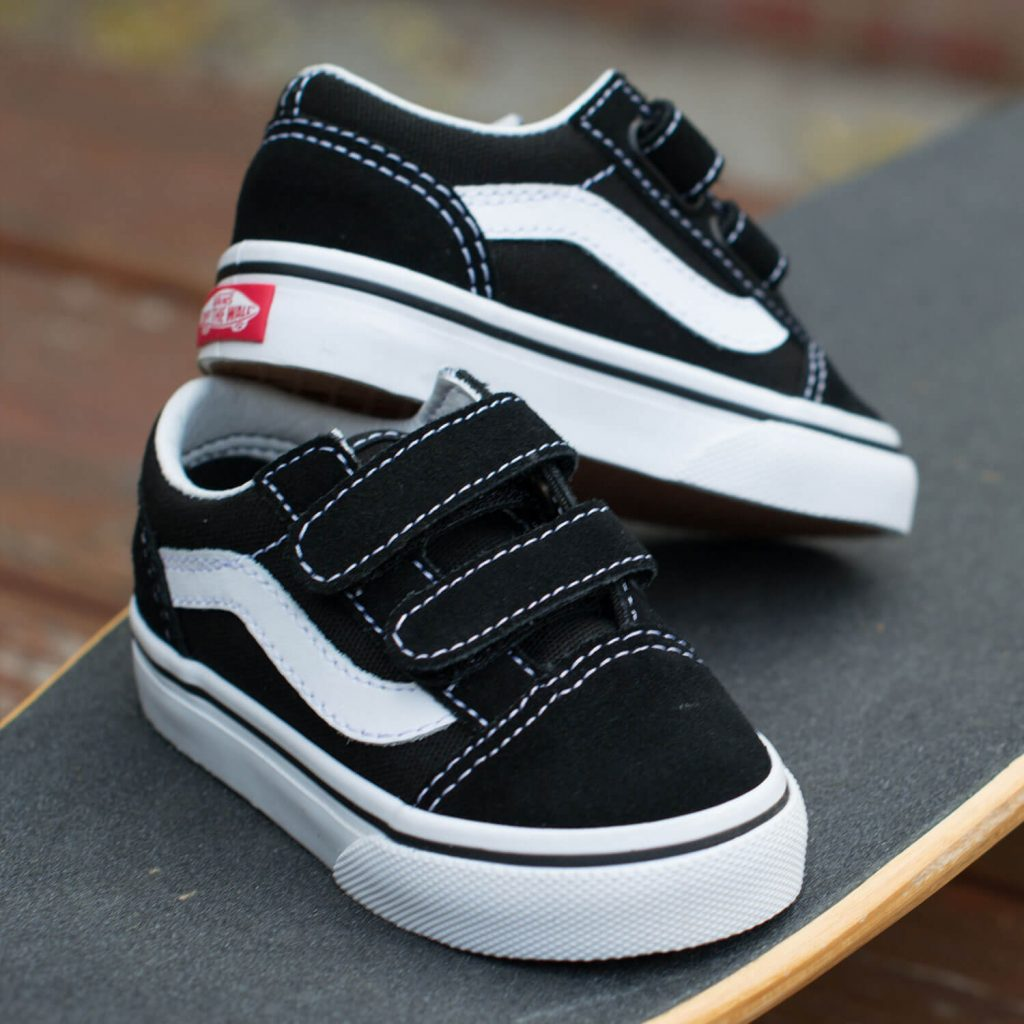 Vans Toddler Old Skool V Sneaker - Black 6